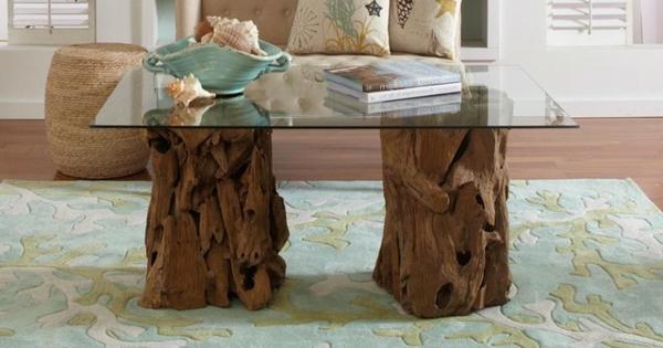 Kaffeetisch-aus-Treibholz-mit-Glas-im-Wohnzimmer
