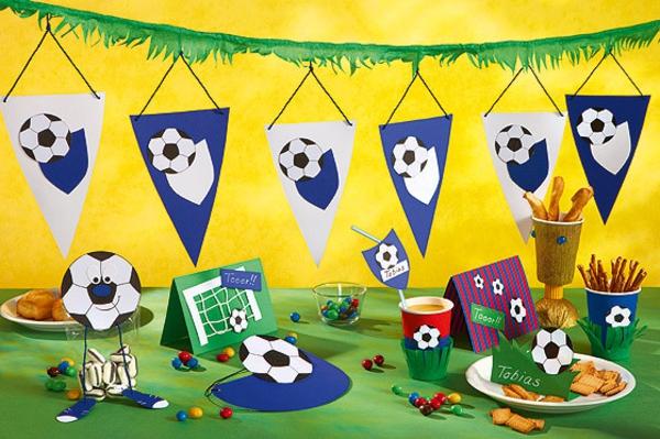 Kindergebutstagdeko-Fußball!