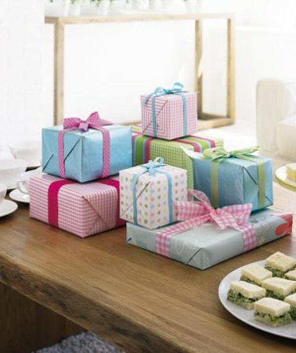 Kindergebutstagdeko-Geschenke-als-Deko
