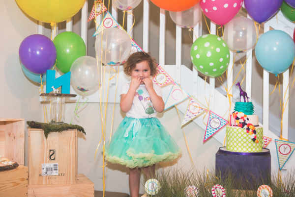 Kindergebutstagdeko-das-Maedchen-mit-vielen-Baloons!