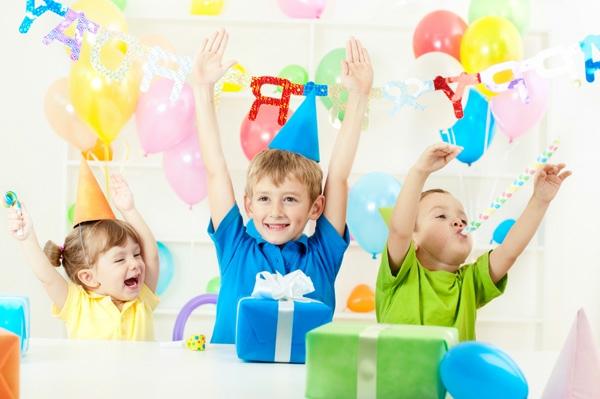 Kindergebutstagdeko-deko-und-spass-und-spiel!