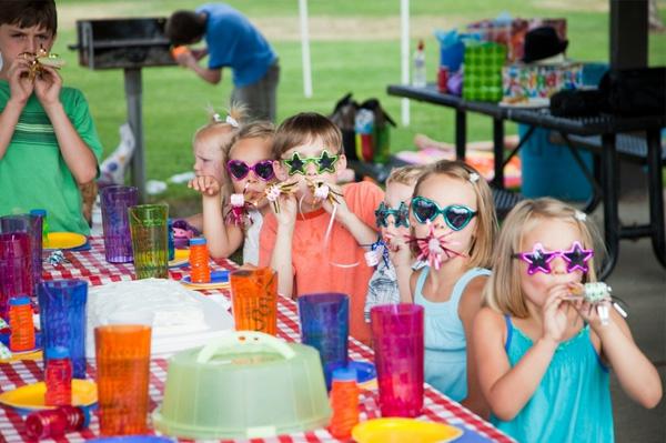 Kindergebutstagdeko-party-brillen