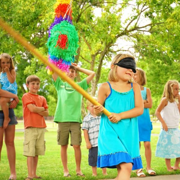 Kindergebutstagdeko-spielen-drausen-spielen-toll