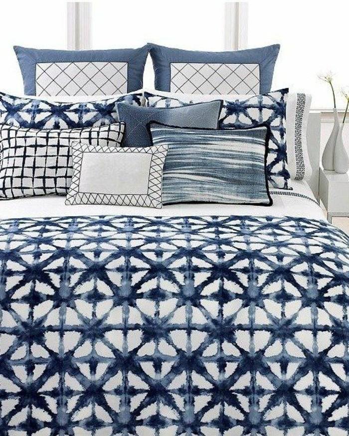 Kissen-blau-in-dem-Schlafzimmer