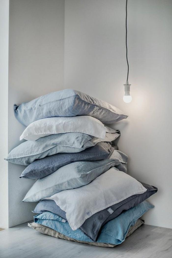 Kissen-blau-in-der-neuen-Wohnung