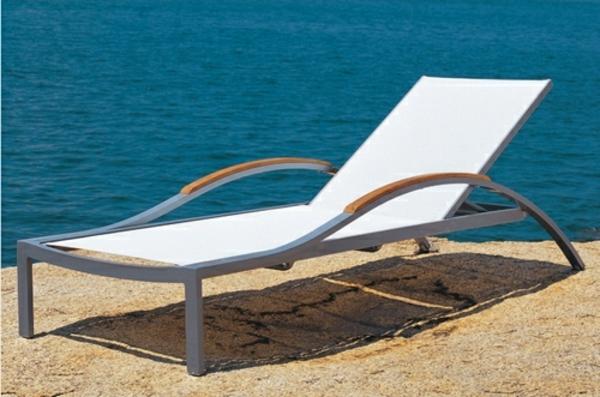 Lounge-Terrassenmöbel-am-Pool-Idee-für-Design