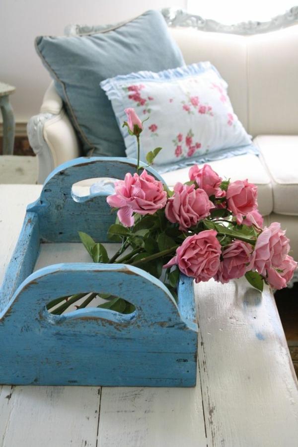 vintage deko wohnzimmer:Wunderschöner Schrank mit Blumenmotiven.