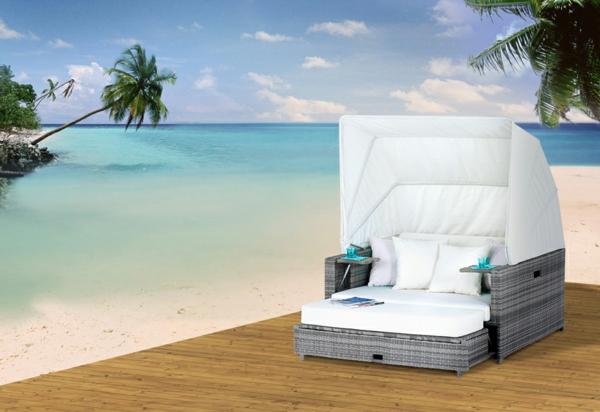Möbelset-aus-Polyrattan-am-Strand