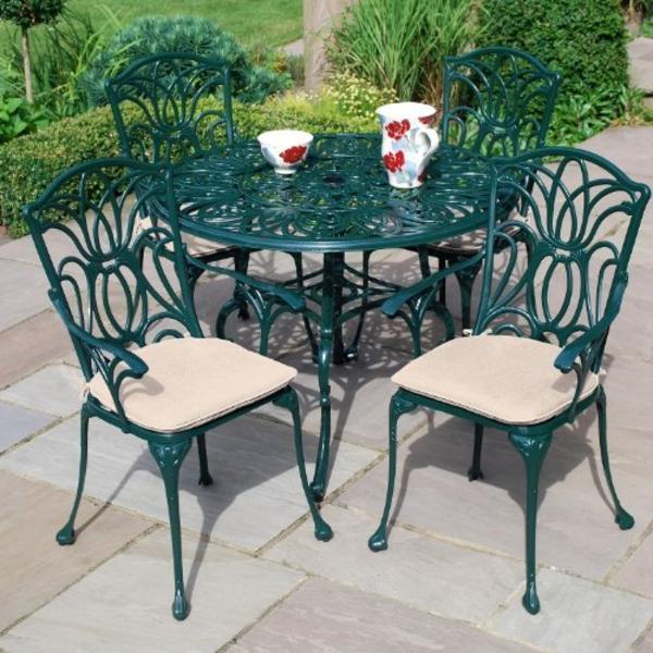 Metall- Gartenstühle-Tiefgrün-mit-Tisch-grün