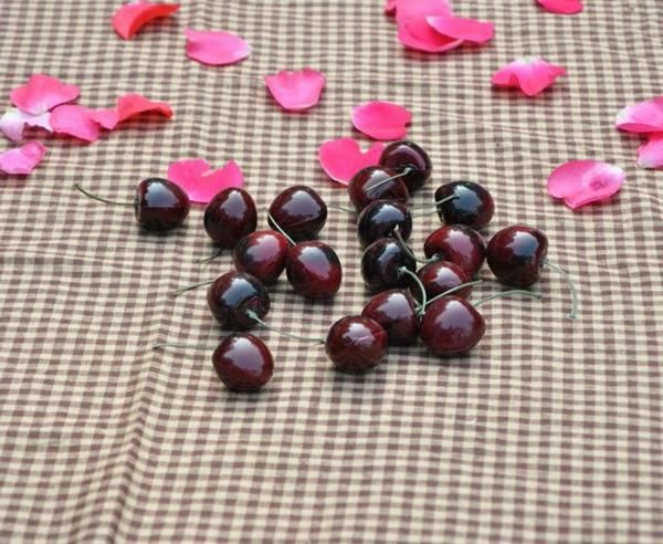 Obstdeko-künstliche-Kirschen-Rosenblüten