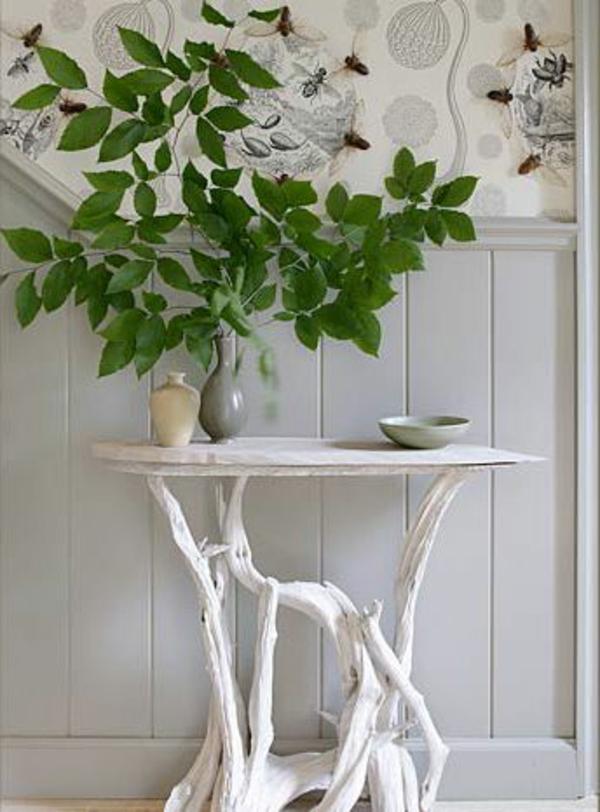 super-Origineller-Tisch-aus-Treibholz-in-weißer-Farbe