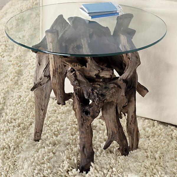 schöner-Origineller-Tisch-aus-Treibholz