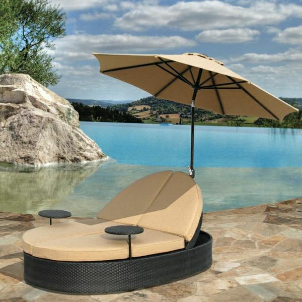 Outdoor-Möbel-aus-Polyrattan-lounge-gartenmöbel-sonnenschirm