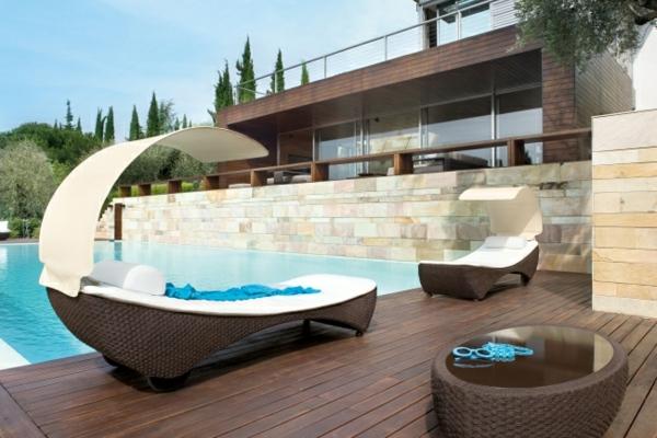Rattan-Lounge-liegen-überdachung-Terrasse-Wohnidee