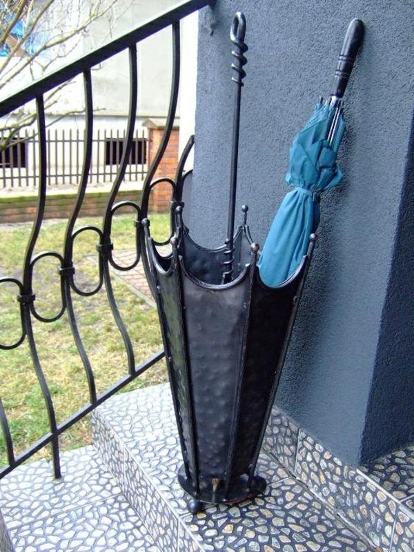Regenschirm-Aufbewahrung-vor-der-Tür-Idee
