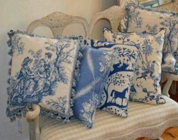 Schöne-Kissenbezüge-mit-blauen-Bilder