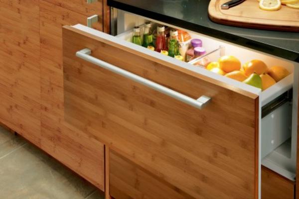 Schubladen-Kühlschrank-für-die-Küche-aus-Holz