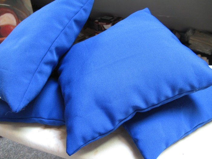 Sitzkissen-blau-für-ein-Restaurant