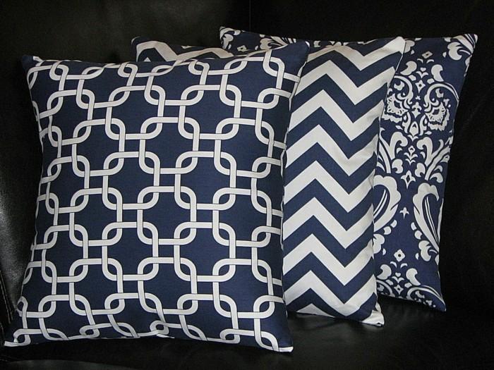 Sitzkissen-blau-mit-verschiedenen-Muster