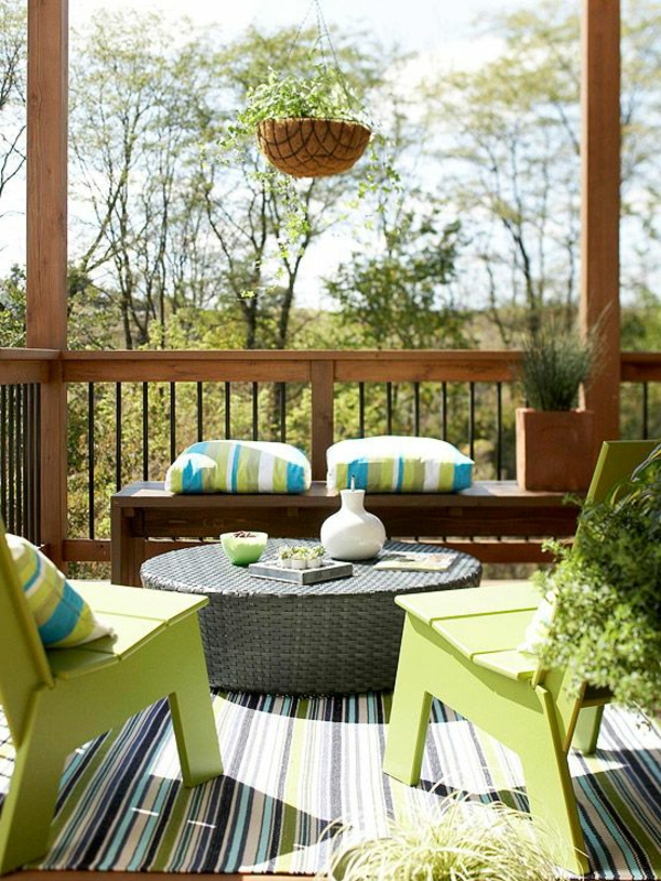 Sitzkissen-mit-bunten-Farben-grün-blau-weiß