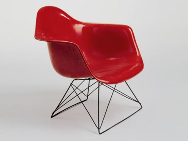 schlner-Stuhl-in-roter-Farbe-modernes-design