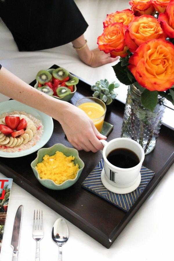 Tablett-für-Bett-Frühstückszeit