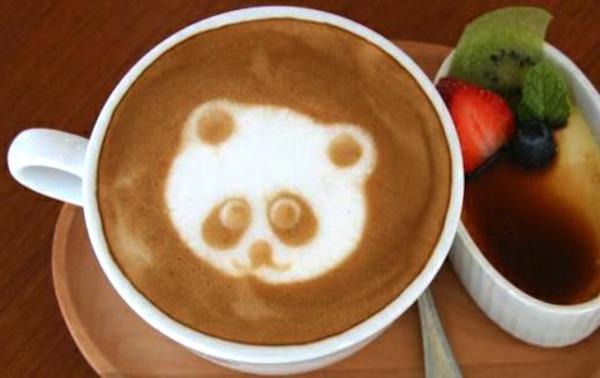 Tasse-Kaffee-mit-tollem-Bild-Panda-Dekoidee