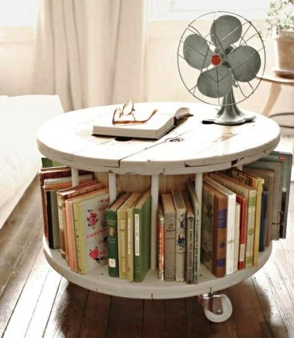 Tisch-mit-Platz-für-Bücher-tolles-Design