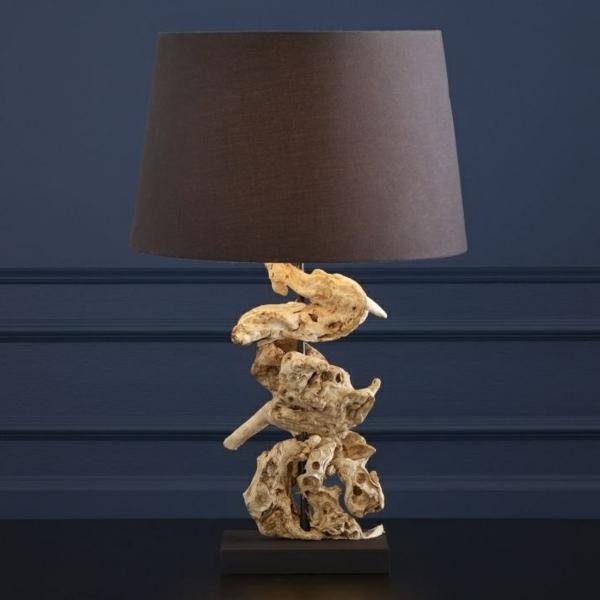 interessante-Tischlampe-Treibholz-Dekoration