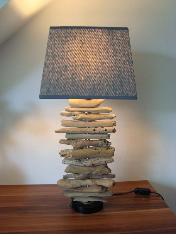 tischlampe aus treibholz originelle beispiele. Black Bedroom Furniture Sets. Home Design Ideas