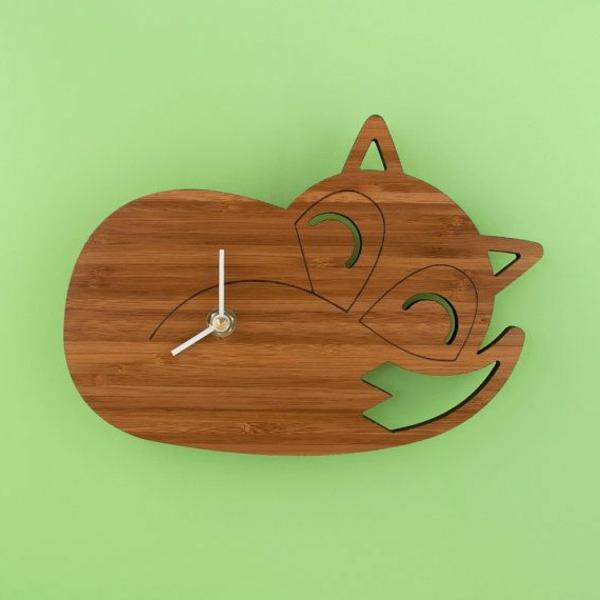 Wanduhr-aus-Holz-wie-eine-Katze-Dekoidee