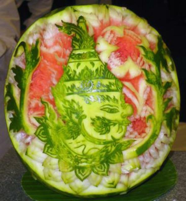 Wassermelone-originell-schnitzen-Tischart
