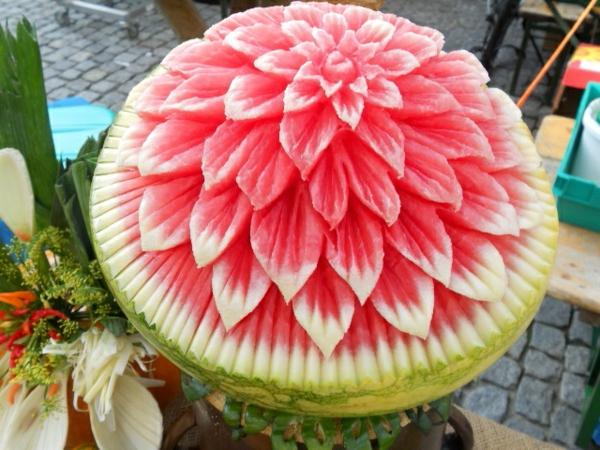 schöne-Wassermelone-schnitzen-Blumenart