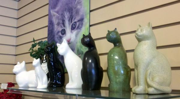 Wohnungsgestaltung-Ideen-katzen-figuren