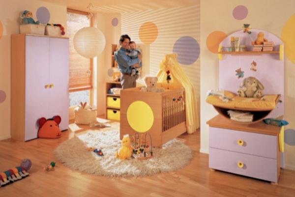 babyzimmer-farbgestaltung-wandfarbe-apricot-rosa