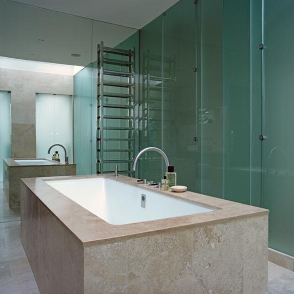 badezimmer-mit-einer-spiegelwand