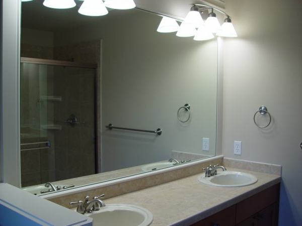 badezimmerspiegel mit beleuchtung haus design ideen. Black Bedroom Furniture Sets. Home Design Ideas