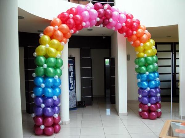 ballon-deko-in-bunten-farben - wunderschön aussehen