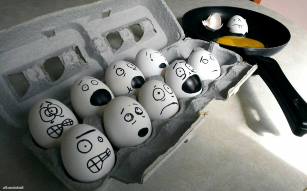 viele-bamalte-Eier-im-Karton