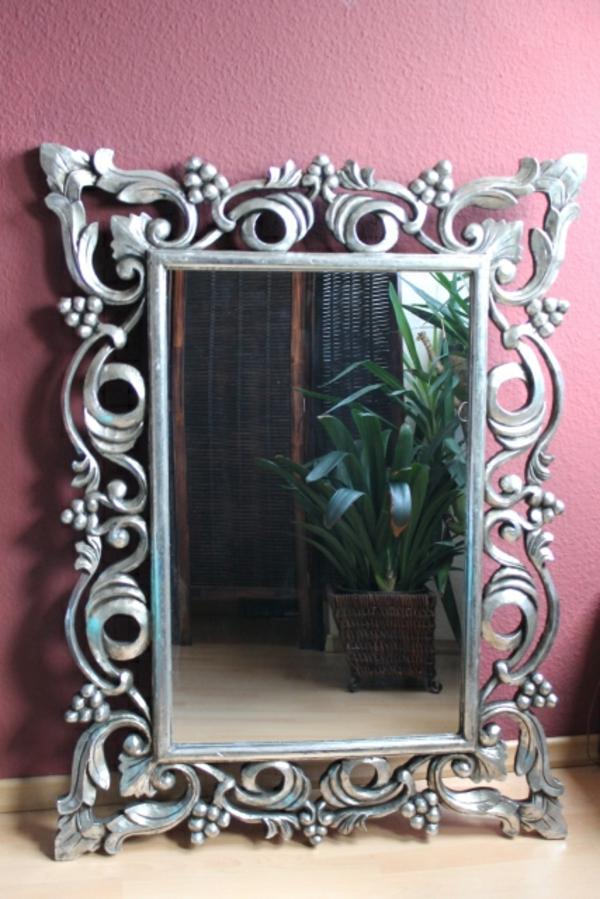 barock-spiegel-mit-silberrahmen-eleganter-look-sehr-schön- rosihe wand
