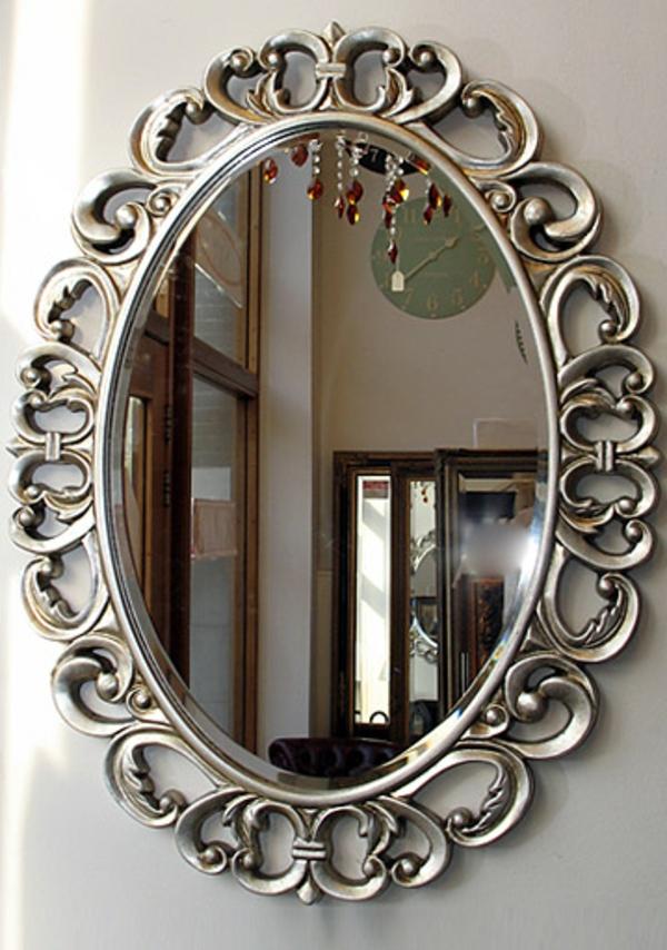 barock-spiegel-mit-silberrahmen-ovale-form- schön aussehen