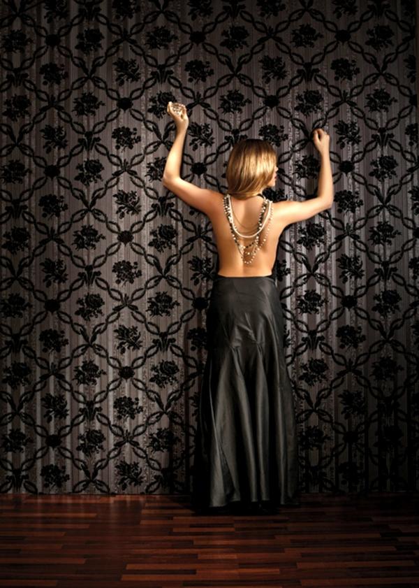 barock-tapete-eine-schöne-frau - auf dem foto