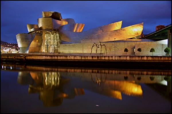 bauart-architekten-schaffen-meisterwerke-bilbao-museum-guggenheim - in der nacht