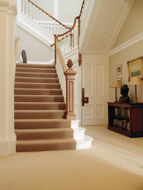 Beige Farbe Für Einen Modernen Treppen Teppich  Eleganter Flur