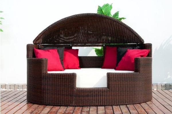 bequeme-Polyrattan- Loungemöbel-für-Draußen