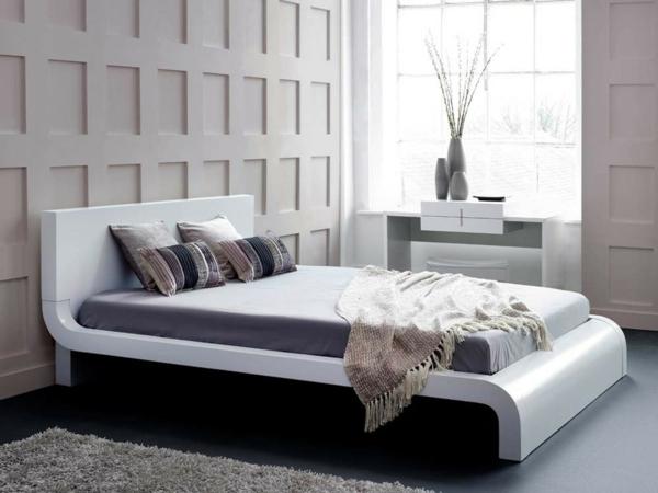 bett-in-weiß-elegantes-design - interessante wandgestaltung