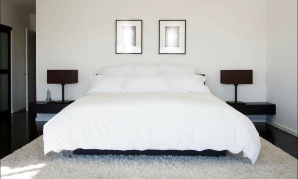 bett-in-weiß-luxuriöses-schlafzimmer-bilder an der wand