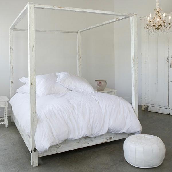 bett-in-weiß-originelles-design -weiße bettwäsche