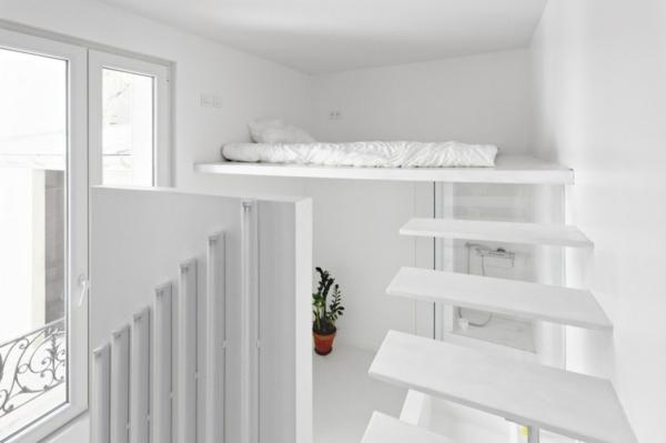 bett-in-weiß-super-originelles-design- treppen