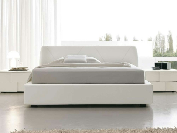 bett-in-weiß- modernes schlafzimmer